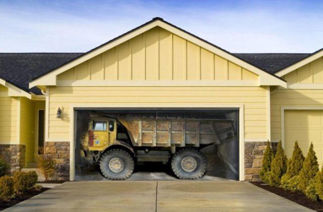Гаражные ворота с картинкой грузовика