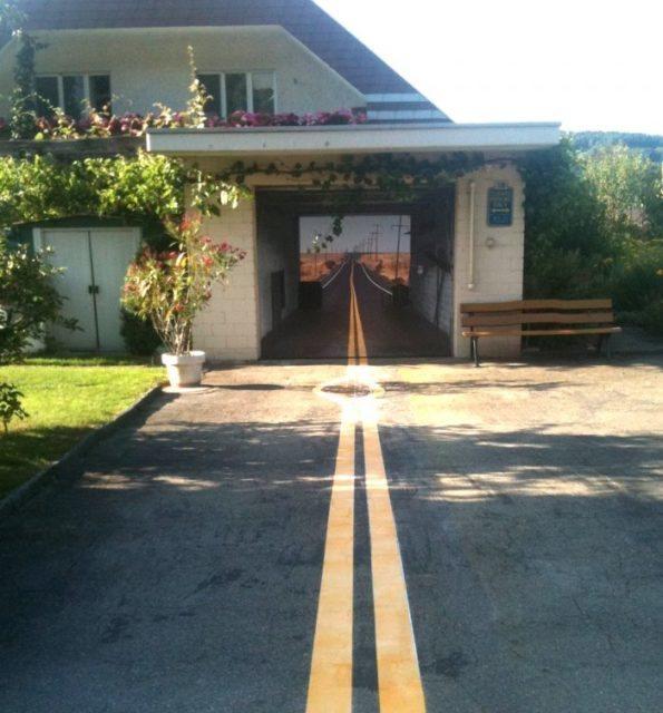 Ворота для гаража с наклейкой бескрайняя дорога