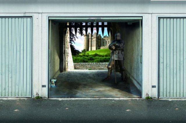 Ворота для гаража оклеенные под старинный замок с рыцарем